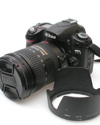 Nikon D80 met AF-S Nikkor 18-200mm